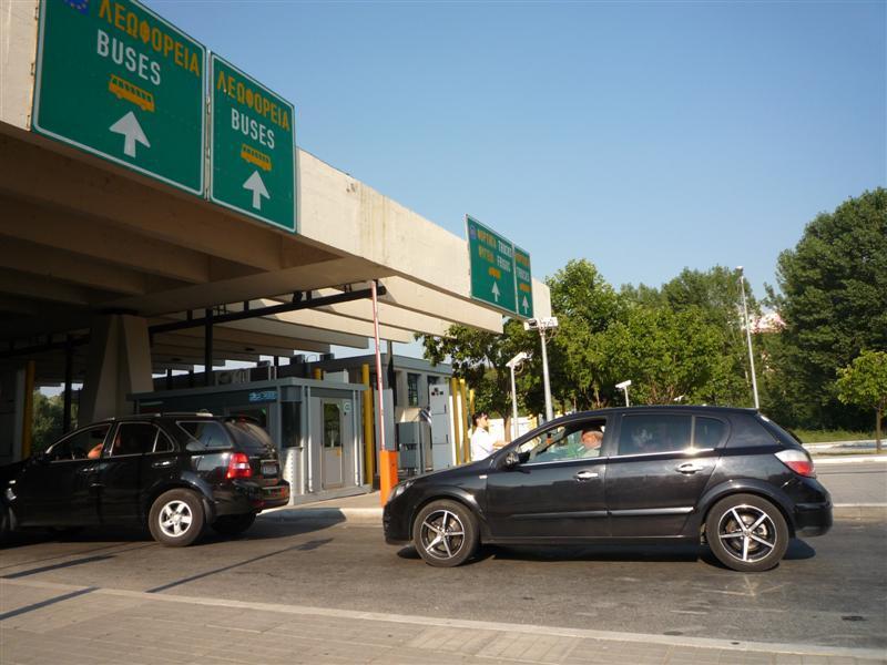Интензивен е трафикът на излизащите от страната автомобили по граничните