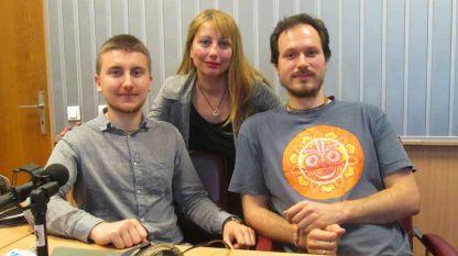 Отляво надясно: Андрей Ганев, водещата Мария Мира Христова и Даниел Троев в студиото