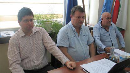 Любомир Иванов /в средата/, е новият-стар директор на екоинспекцията