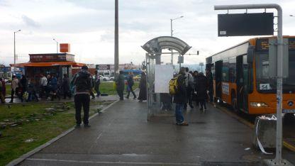 Понякога в автобус 54 има толкова много хора, че не можеш прав да застанеш - казва една от анкетираните