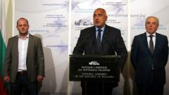 Премиерът Бойко Борисов, Радан Кънев и Лютви Местан обявяват в парламента достигнатия компромис за реформите в съдебната система.
