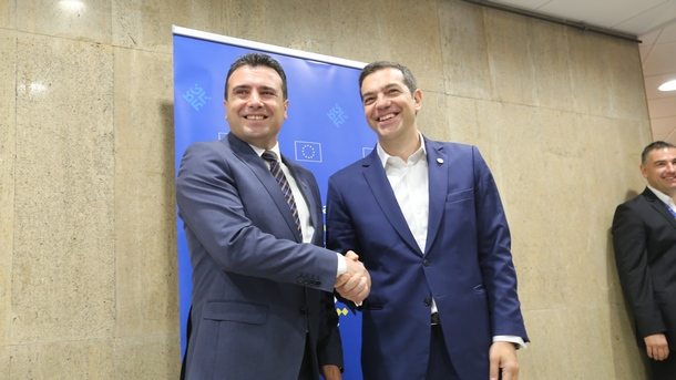 Премиерите на Македония Зоран Заев (вляво) и Алексис Ципрас на една от срещите им.