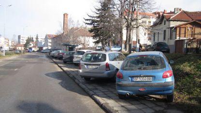 Така паркират във Враца