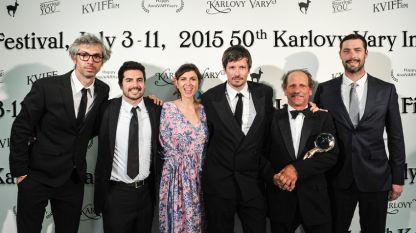 """Диего Онгаро (вляво) след получаването на """"Голямата награда за най-добър филм""""."""