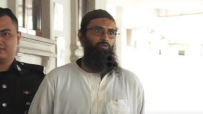 Осъденият датски гражданин от йеменски произход е отвеждан в съд в Куала Лумпур.