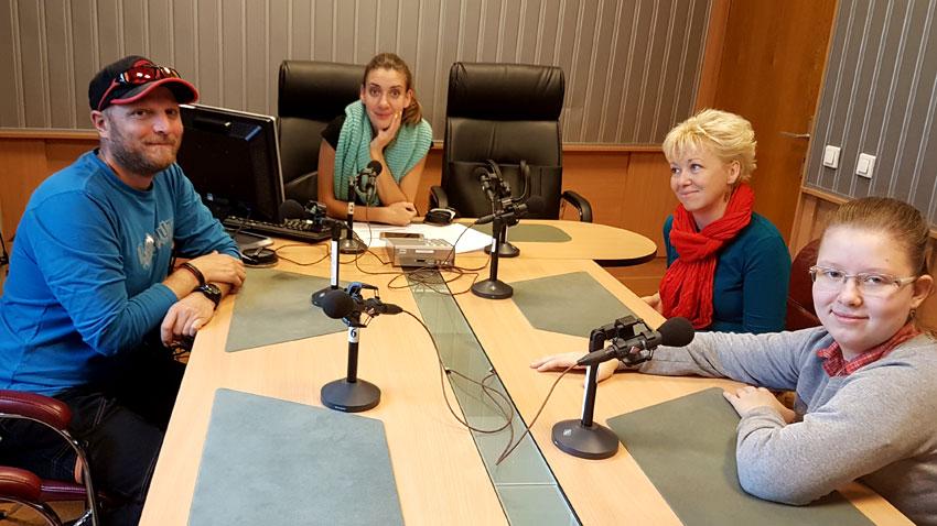 """Захари Недялков, Калина Станева, Виктория Недялкова и дъщеря им Кристина (отляво дясно) в студиото на програма """"Христо Ботев"""""""