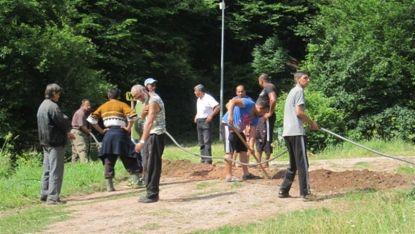 Работници подготвят терена в местността Панаирището