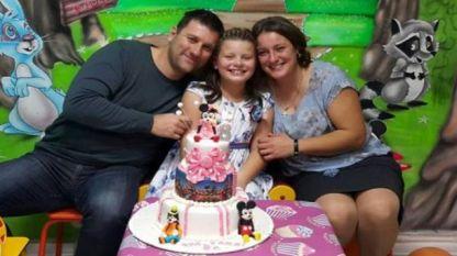 Малката Тани със своето семейство