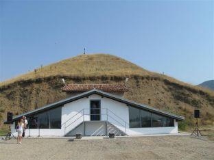 Тракийската гробница Оструша
