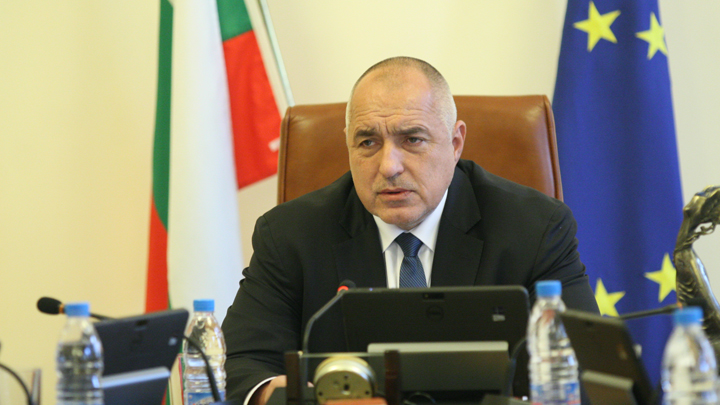 След разпореждането на премиера министрите на външните работи, на регионалното развитие, на икономиката и на образованието обявиха, че ще поискат отделни срещи с президента Румен Радев.