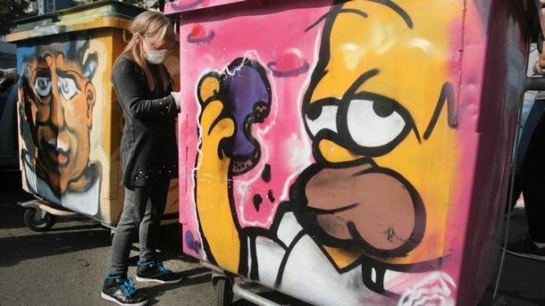 """Отговорното отношение към отпадъците може да бъде изразено и чрез арт провокация - акцията """"Депо графити"""", организирана от сдружение """"Крачка напред"""" и Район """"Студентски""""."""