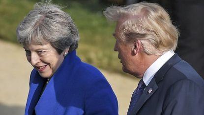 """Доналд Тръмп и Тереза Мей се насочват за """"семейната снимка"""" на срещата на върха на НАТО в Брюксел, откъдето президентът на САЩ отлетя за Лондон."""
