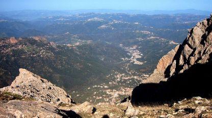 Кабилия, страната на берберското племе кабили.