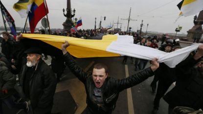 Старият руски имперски флаг е в черно, жълто и бяло