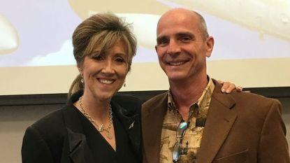 Командирът на полета Тами Джо Шулц, която бе наречена герой, и съпругът ѝ през 2017 г.