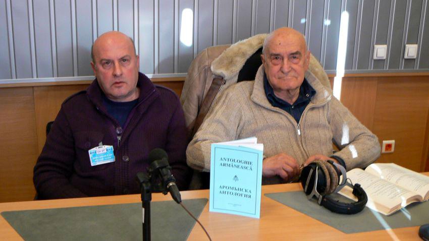 Николай Кюркчиеви и Тома от Центъра за аромънски език и култура, в студиото на