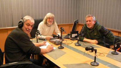 """Димитър Бежански, Любомир Методиев и Иван Васев (отляво надясно) в студиото на """"И рибар съм, и ловец съм"""""""