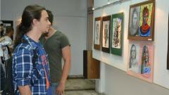 Кадър от откриването на изложбата на учениците от НХГ