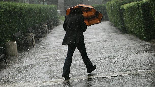Цялата страна е с предупреждение за обилни валежи и гръмотевици