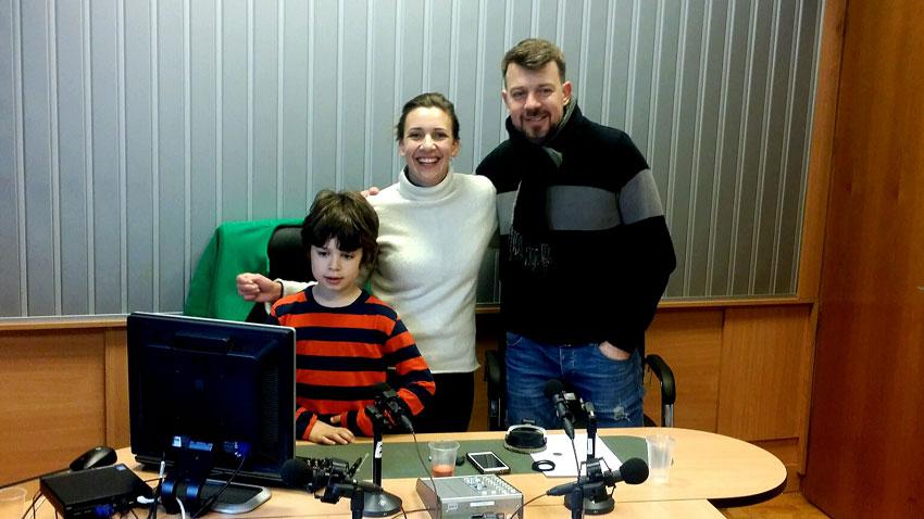 Симеон Ангелов, Калина Станева и Даниел Ангелов (отляво надясно) в студиото на предаването.