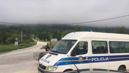 Хърватски полицаи до мястото на инцидента край Задар.