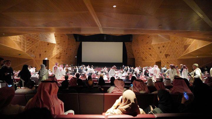 Билетите от $20 за салона с 250 места в Рияд се изчерпаха за минути.