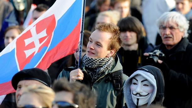Десетки хиляди граждани на Словакия протестираха с искане за предсрочни