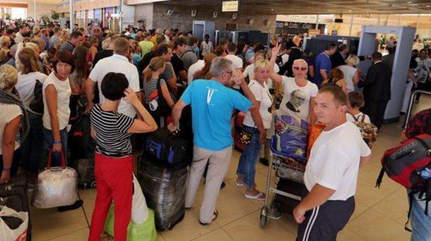 В этот туристический сезон значительно возросла и нагрузка аэропортов