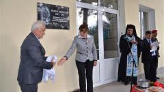 Генерал-лейтенант Атанас Запрянов и Анета Генчева откриват паметната плоча на Йонка Маркова.