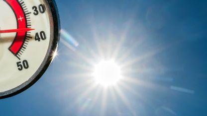 Когато се повиши нивото на термометъра, към изискванията за безопасен труд се прибавя и осигуряване на охлаждане и вода за пиене