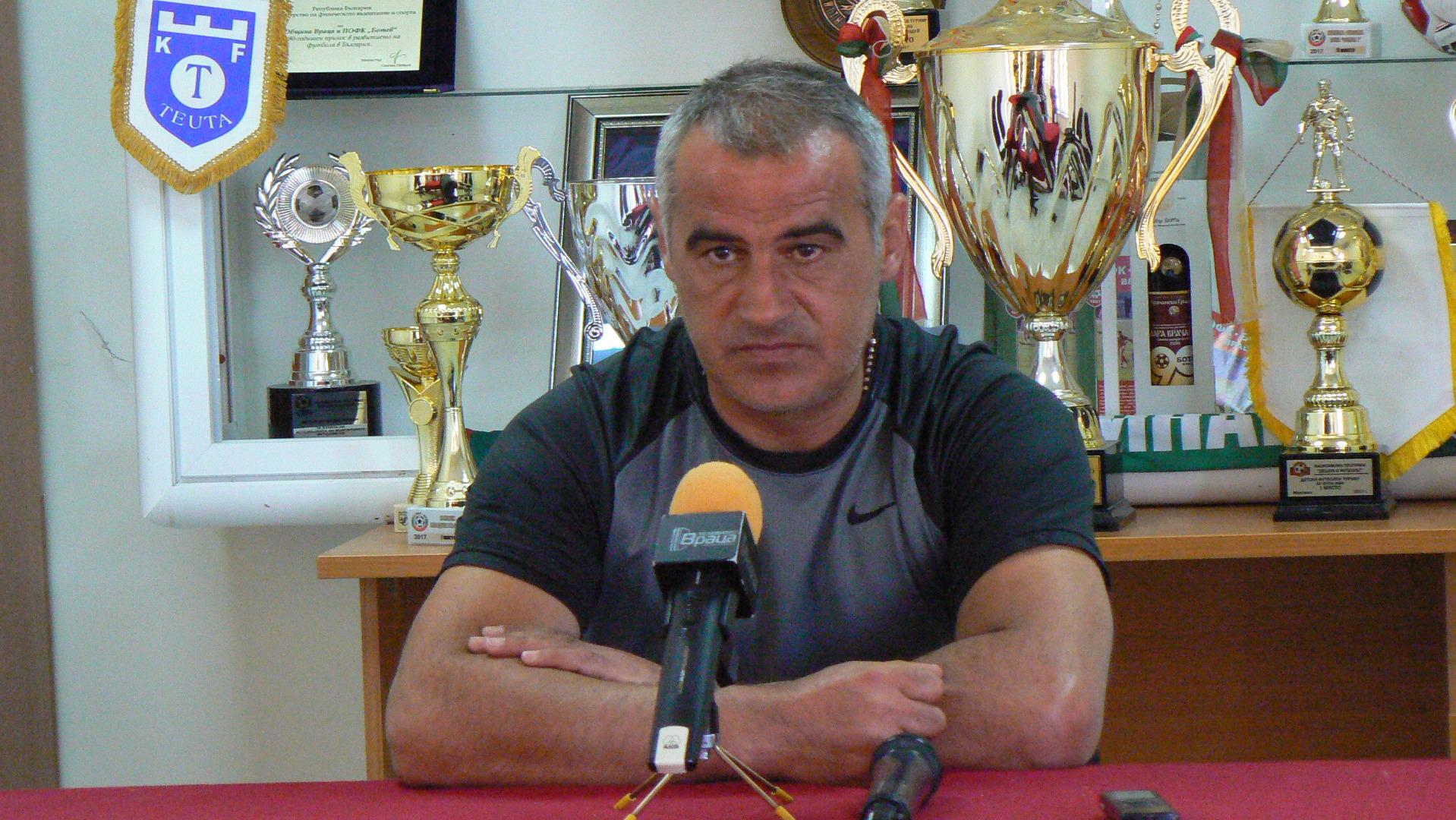 Старши-треньорът на врачани Сашо Ангелов