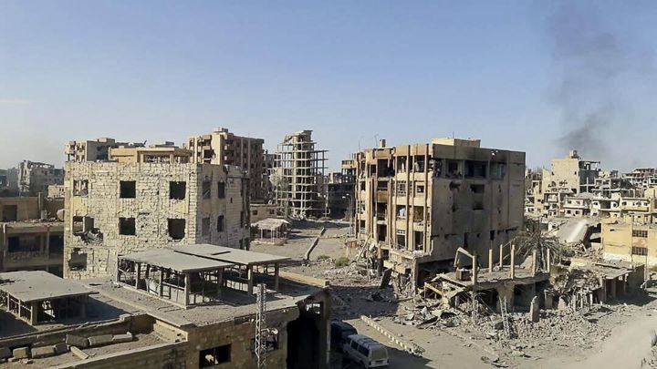Град Дейр аз Зур в едноименната провинция в Източна Сирия, след като в началото на ноември 2017-а правителствените сили изгониха от него джихадистите.