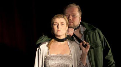 Мария Цветкова и Петър Костов в сцена от операта