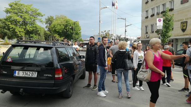 Младежи от Петрич и близките села се събраха на спонтанен