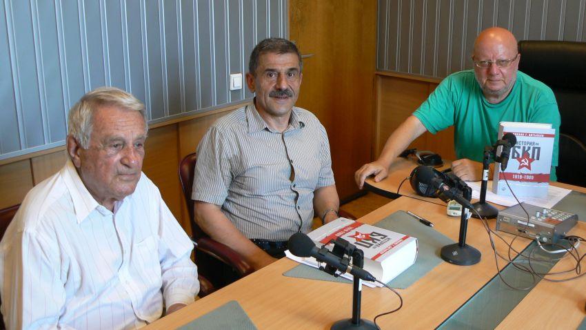 Проф. Никола Г. Алтънков, Георги Боздуганов и Румен Леонидов в студиото на предаването