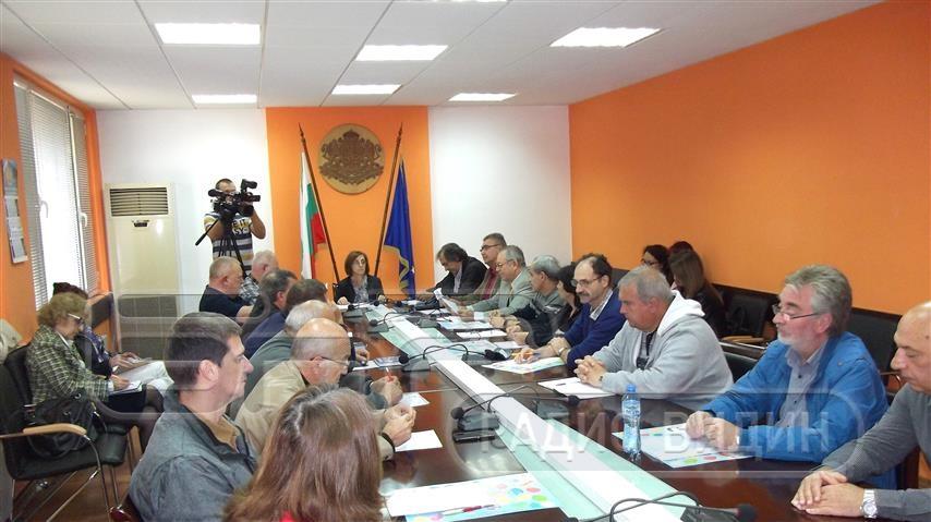 Заместник областният управител Елка Георгиева председателства Областната комисия за безопасност на движението по пътищата.