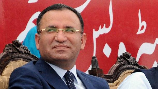 Турското правителство удължи извънредното положение в страната