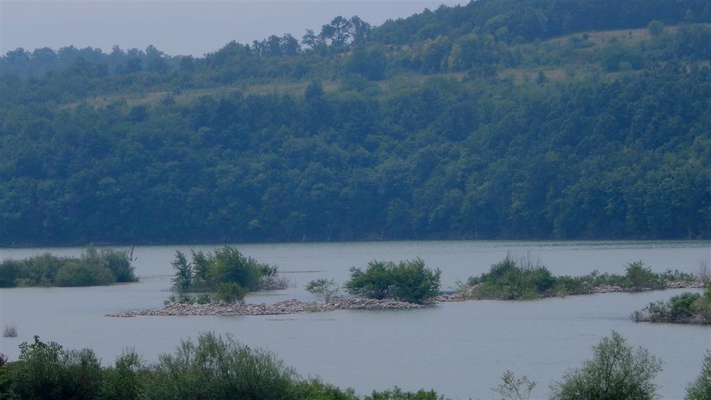 Изпускат контролирано водата от язовир Огоста