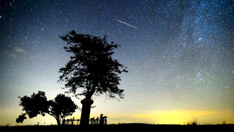 Тази нощ предстои пикът на най-интензивния метеоритен поток през годината