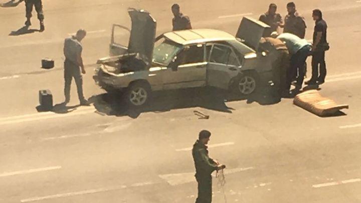 Няколко полицаи бяха ранени днес в серия от нападения срещу