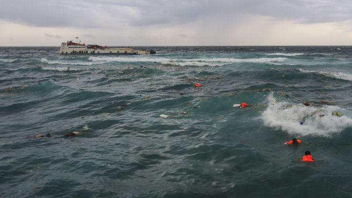 Най-малко 34 души загинаха, а 155 пътници бяха спасени от