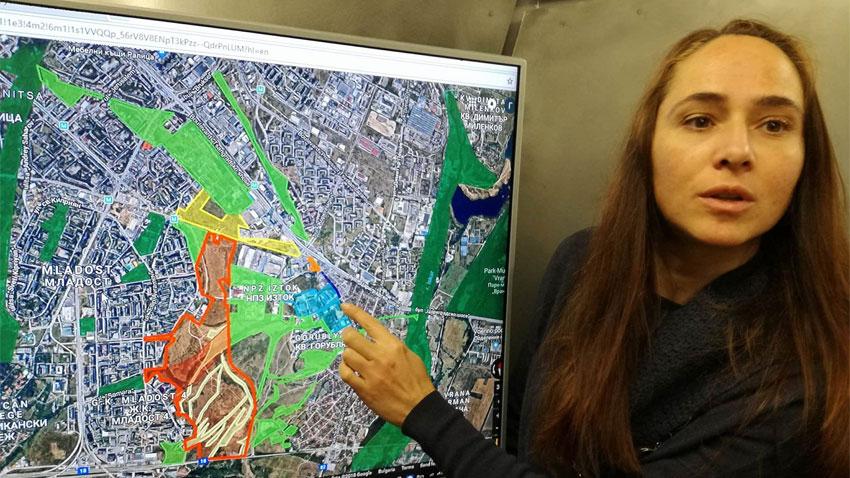 Жителите често разглеждат и обсъждат проектите върху картата