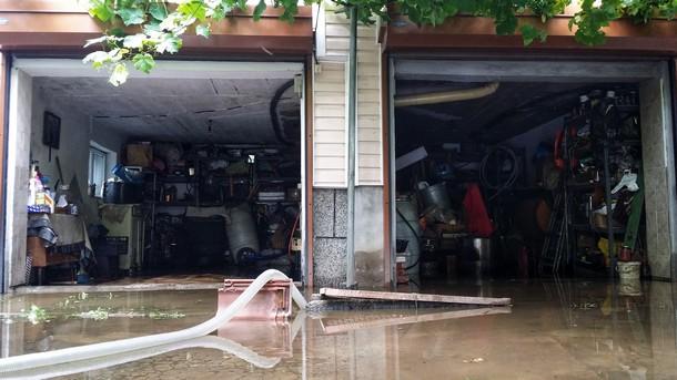 Наводнени гаражи в с. Герман