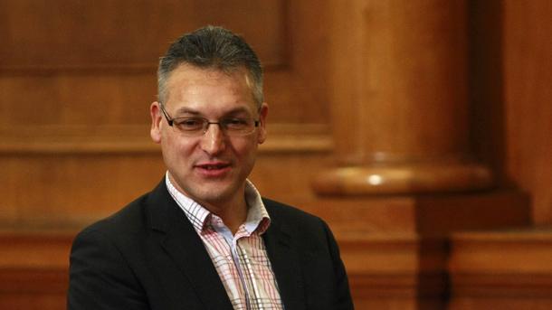 Валери Жаблянов отхвърли искането на ГЕРБ да подаде оставка като зам.-председател на парламента и бе подкрепен от ръководството на БСП.