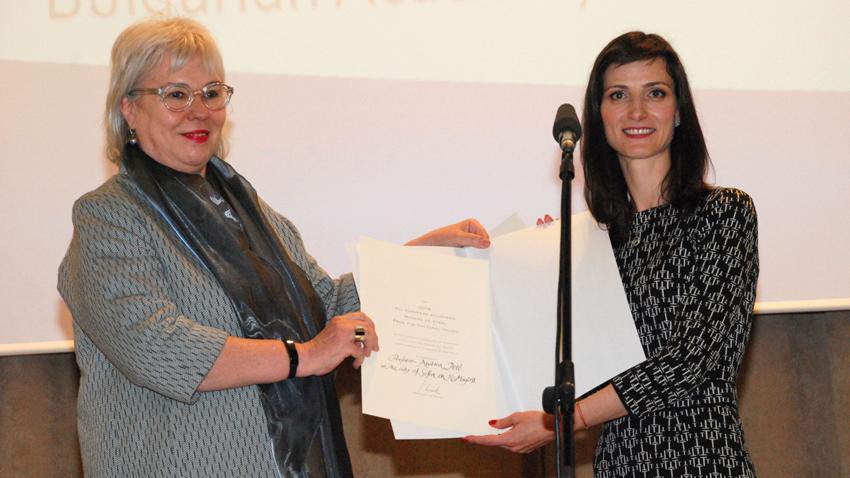 Проф. Андреа Петьо (вляво) и българския еврокомисар Мария Габриел.