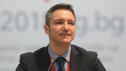 Вигенин декларира, че се оттегля с мотива, че е нужен повече в страната
