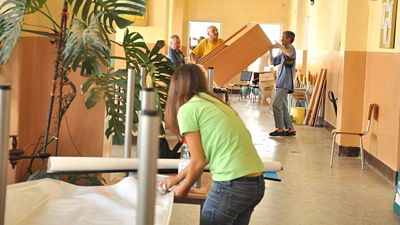 В пострадалото от наводнението Основно училище