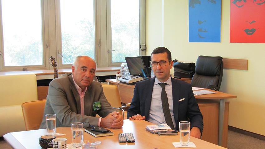 """Кирил Калев, директор на програма """"Христо Ботев"""" (вляво), и г-н Фабиен Флори, директор на Френския институт в България."""