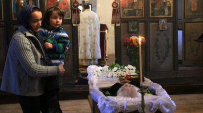 Цяла нощ в църквата в Байлово миряни се прощаваха със светеца дядо Добри