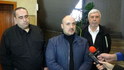 В средата- Красимир Богданов, областен лидер на ВМРО във Враца